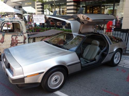 DeLorean DMC-12 exposée dans les rues de Toronto.<br /><br/>  Elle n'était pas seule, d'autres voitures étaient présentes, mais, pour moi, celle-ci représente un film de ma jeunesse...