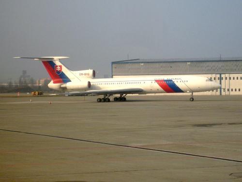 Ce Tupolev Tu-154M (OM-BYO) de la république Slovaque stationne sur l'aéroport de Bratislava, capitale de la Slovaquie.